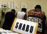 3 Orang yang ditahan adalah Amin (48), Nina (17), Esti Purwanti (20) mereka kedapatan memegang barang bukti. Mereka akan dirujuk ke BNN untuk ditindaklanjuti.