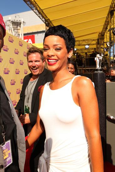 Rambut Cepak Rihanna di MTV VMA 2012
