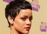 Bagaimana menurut Anda rambut super pendek Rihanna? Christopher Polk/Getty Images.
