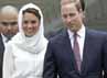 Istri pangeran William itu tampak cantik mengenakan atasan berlengan panjang, rok, dan kerudung putih. REUTERS/Samsul Said.