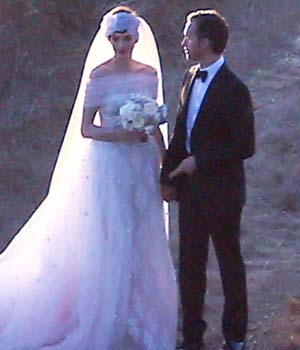 Anne Hathaway Resmi Menikah dengan Adam Shulman