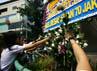 Siswa-siswi SMA 70 melakukan tabur bunga di bundaran Bulungan, Jakarta Selatan. Ramses/detikcom.