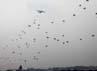 Pesawat Hercules menurunkan penerjun dari 2 batalyon prajurit TNI dari berbagai angkatan.