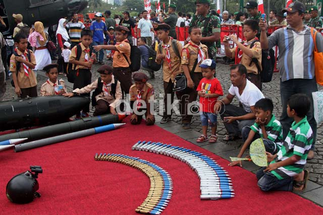 Siswa SD Serbu Pameran Alutsista TNI