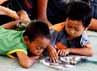 Anak-anak terpaksa belajar di tempat pengungsian.