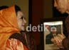 Gubernur DKI Jakarta Joko Widodo berbincang dengan Wakil Ketua MPR Melani Leimena Suharli. Ramses/detikcom.