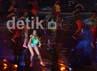 Dalam konsernya itu, Agnes tampil dengan dancer dan musisi yang diboyongnya dari Amerika Serikat.