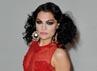Dibalut gaun merah menerawang, Jessie J tampil mempesona. Gareth Cattermole/Getty Images.