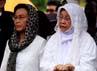 Istri almarhum Faesal Tandjung, Masrowida Lubis turut mengantar ke peristirahatan terakhir.