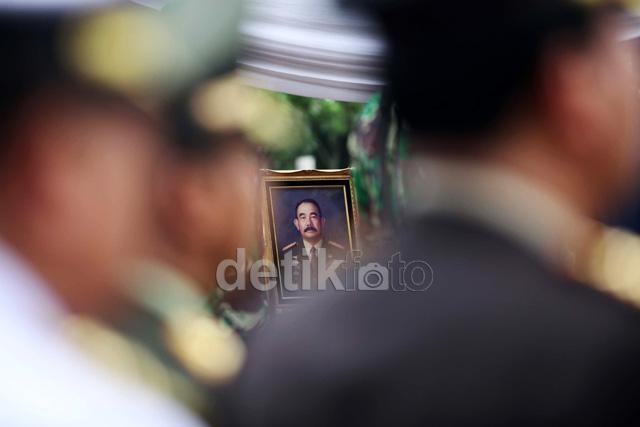 Mantan Pangab Feisal Tanjung Dimakamkan