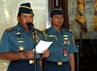 Pelaporan Kenaikan Pangkat tersebut didasarkan pada Surat Perintah Panglima TNI Nomor : Sprin /505/III/2013 tanggal 4 Maret 2013. (Puspen TNI)