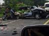 Nissan Juke dari arah Jakarta menuju Bandung lepas kendali dan menabrak Daihatsu Xenia yang berada di jalur Bandung menuju Jakarta. Ferisa/pembaca