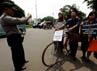Aksi tersebut berlangsung tertib, tidak ada pengamanan berarti dari pihak kepolisian.