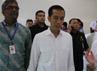 James T. Riady, Chairman Lippo Group (kiri) sedang berbincang dengan Joko Widodo, Gubernur DKi Jakarta dan disaksikan oleh dr. Andry, CEO Siloam Hospitals Lippo Village saat berkunjung ke RSU Siloam Lippo Village.