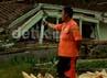 Dua orang dinyatakan meninggal karena ketakutan saat di relokasi, yakni Sakinah (70) warga Cimuncang dan Sukaesih (65) warga Ciranca, Kabupaten Majalengka. Kristiadi/detikcom.