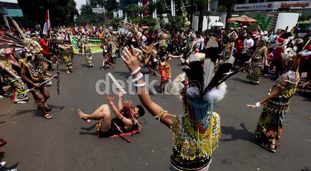 Warga Dayak Unjuk Diri di Jalanan Jakarta