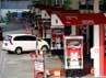 Sejumlah mobil mengisi bahan bakar di salah satu SPBU di Jakarta. Menteri ESDM Jero Wacik mengatakan harga BBM subsidi akan naik maksimal menjadi Rp 6.500/liter dan opsi dua harga bensin premium ditiadakan.