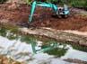 Dua alat berat melakukan pengerukan di Banjir Kanal Timur.