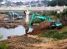 Pengerukan ini dilakukan untuk mengurangi sendimentasi (pengendapan lumpur) di aliran Kanal Banjir Timur.