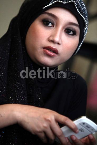 Ini Dia Sefti Sanustika, Istri Muda Ahmad Fathanah