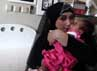 Sefti mencium anaknya yang masih berusia 2 bulan. Anak tersebut merupakan hasil dari pernikahannya dengan Fathanah.