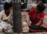 Mereka memilih sebagai pengamen atau pengemis di perempatan lampu merah, untuk bisa membiaya hidup mereka bersama keluarga.