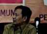 Hal tersebut dijelaskan anggota KPU Arif Budiman (kiri) didampingi Kepala Biro Logistik KPU Boradi di depan perutusan parpol di Jakarta, Kamis (13/6/2013).
