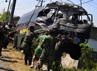 Polisi dan Marinir mengevakuasi minibus yang berpenumpang 5 orang tersebut. Hingga kini belum ada keterangan dari kepolisian terkait kecelakaan yang terjadi pukul 06.30 WIB ini. Muhajir ArifindetikFoto.
