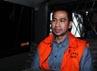 Tanpa banyak komentar, suami Wali Kota Tangerang Selatan Airin Rachmi Diany ini memilih masuk ke mobil tahanan KPK yang sudah menantinya.