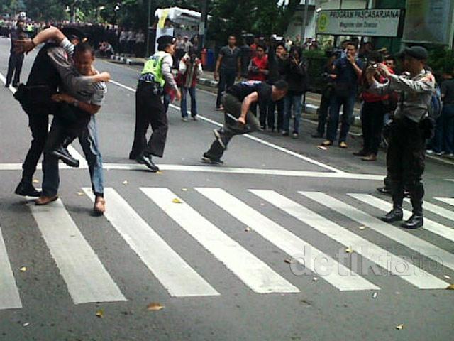 Simulasi Pengamanan Pemilu di Bandung