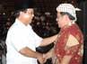 Kedatangan Gubernur Jawa Barat, Ahmad Heryawan disambut oleh Ketua Dewan Pembina Partai Gerindra, Prabowo Subianto.