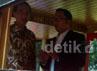 Setelah memamerkan Bandros, Emil dan Jokowi lalu melakukan pertemuan tertutup di Ruang Kerja Wali Kota Bandung.