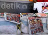 Mereka juga membawa barang bukti tabloid Obor Rakyat sebanyak 4 karung, 1 tas kresek warna hitam berisikan beras 5 Kg, kaos dan jadwal imsakiyah yang terdapat gambar pasangan capres-cawapres nomor urut 1.