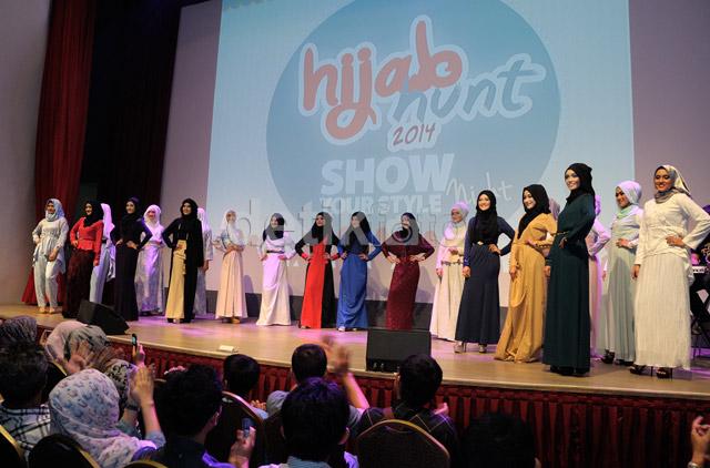 Parade dari 20 Finalis HIJAB HUNT 2014 mejadi pembuka acara 'Show Your Style Night'.