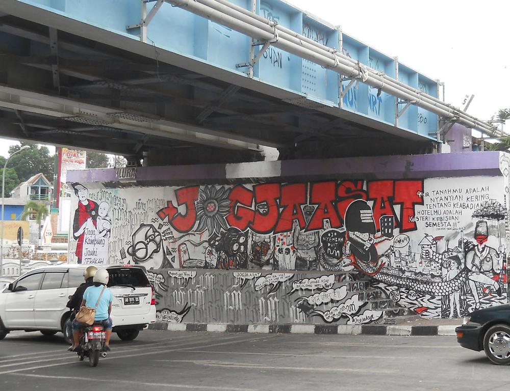 Prihatin hotel menjamur warga buat mural 39 jogja asat 39 di for Mural yogyakarta