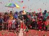 Setelah berkumpul di titik koordinat, warga melakukan tabur bunga dan doa bersama diikuti ibu-ibu dan anak-anak. Salah satu warga Kedungbendo RT 13/4 Sutrisno mengaku kegiatan warga ini untuk memperingati peristiwa semburan lumpur Lapindo, yang menenggelamkan ratusan rumah warga di 4 desa dari 2 kecamatan di Sidoarjo.