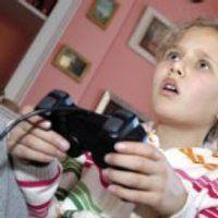 Digoda  via Game Online, Gadis 11 Tahun Pose Bugil