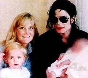 Debbie Rowe Bukan Ibu Dari Anak-anak Jacko