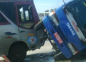 5 Mobil Tabrakan Beruntun di Tol Bekasi
