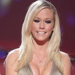 Model Playboy Tak Ingin Dadanya Terus Membesar