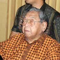 Di Facebook: Gus Dur Yes, Soeharto No