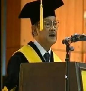 BJ Habibie, Kartu Mahasiswa Pertama, dan Gelar Dr HC