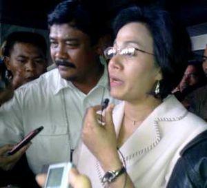Sri Mulyani Diserbu Wartawan