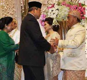 SBY Saksi Pernikahan Putra Ical