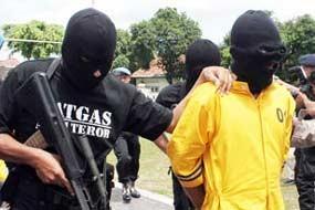 Densus Tinggalkan Lokasi Penggerebekan Teroris Sukoharjo