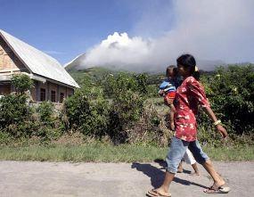 Pengungsi Letusan Gunung Sinabung Tembus 20 Ribu Jiwa