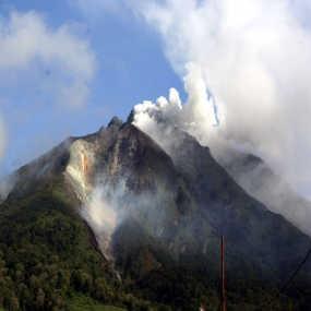 Gunung Sinabung Sedang Menghimpun Energi