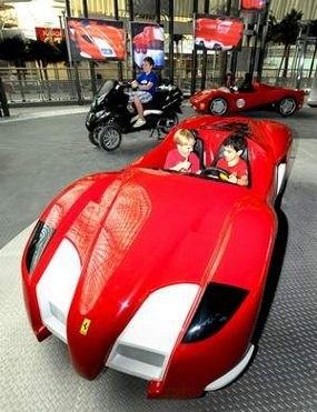 Sekarang, Anak Kecil Bisa Nyetir Ferrari