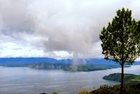 Kabut mulai turun di Danau Toba
