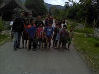 Bersama anak-anak Lembah bada